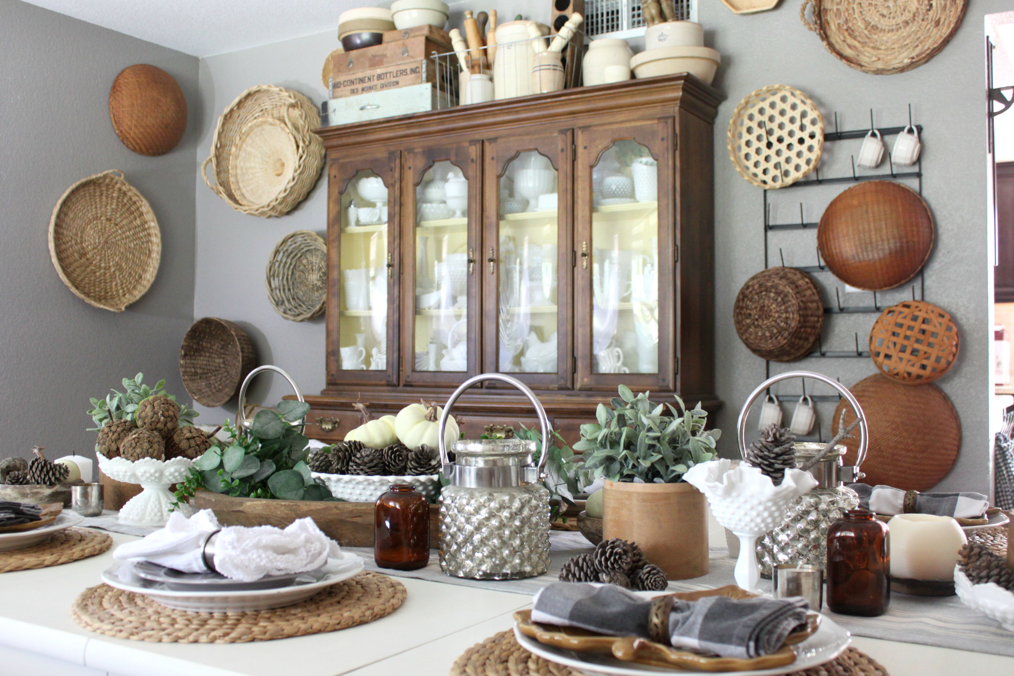 fall-dining-room-china-cabinet-basket-wall-tablescape