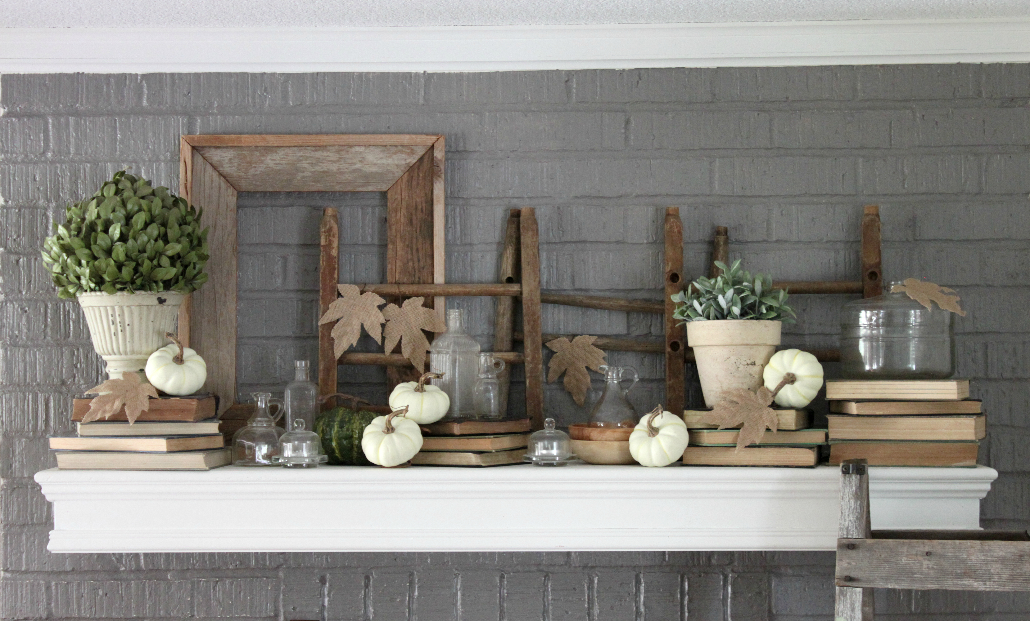 fall-dining-room-mantle-pumpkins