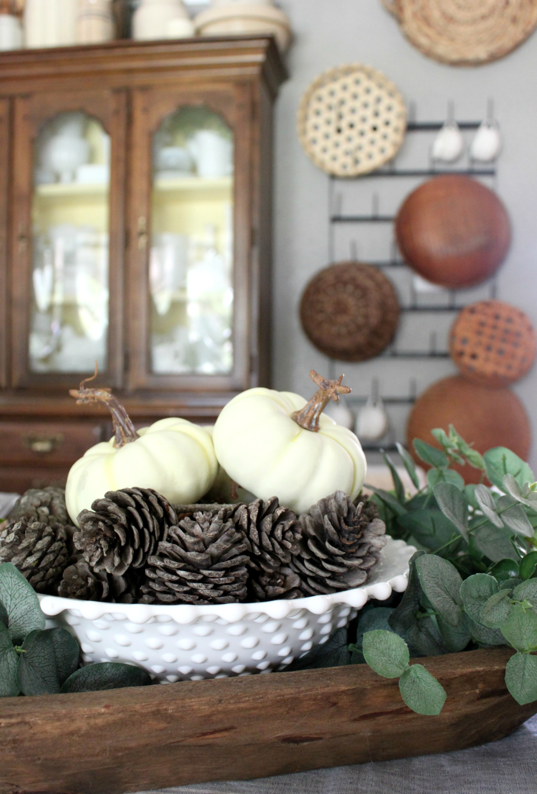 fall-dining-room-pumpkins-baskets-pinecones