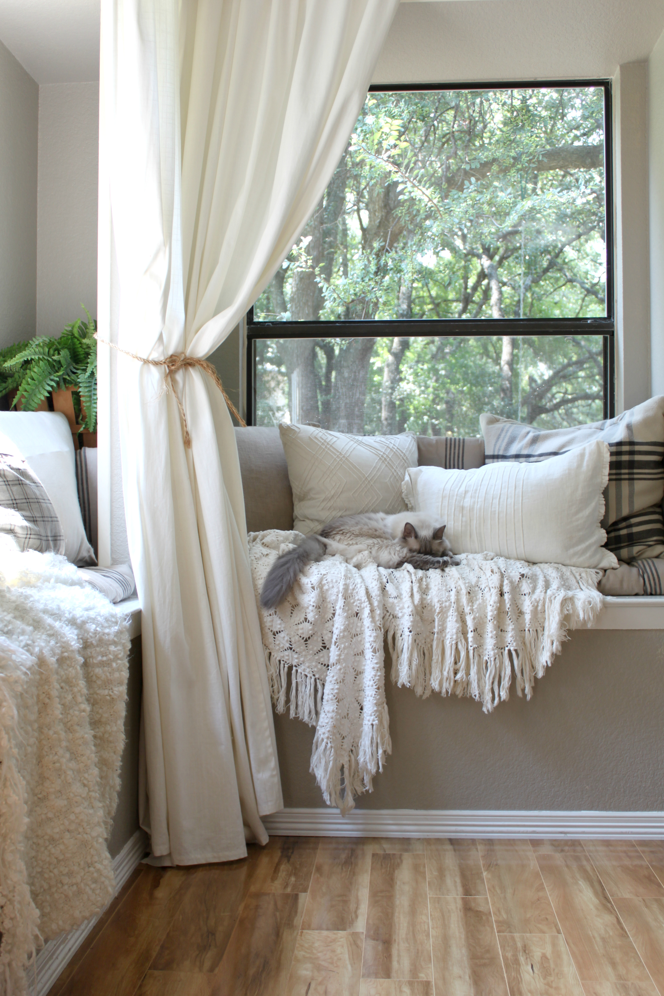 kitchen-nook-pillows-curtains-ikea