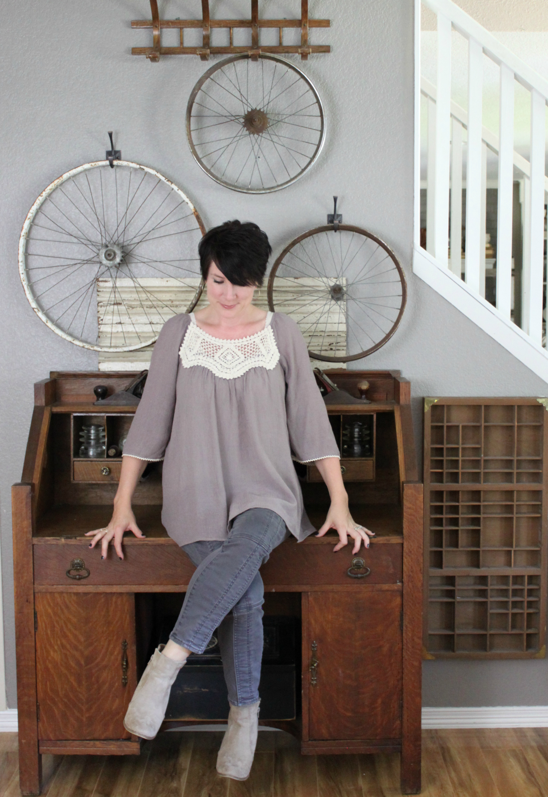 peasant-top-desk-outfit-bicycle-wheels