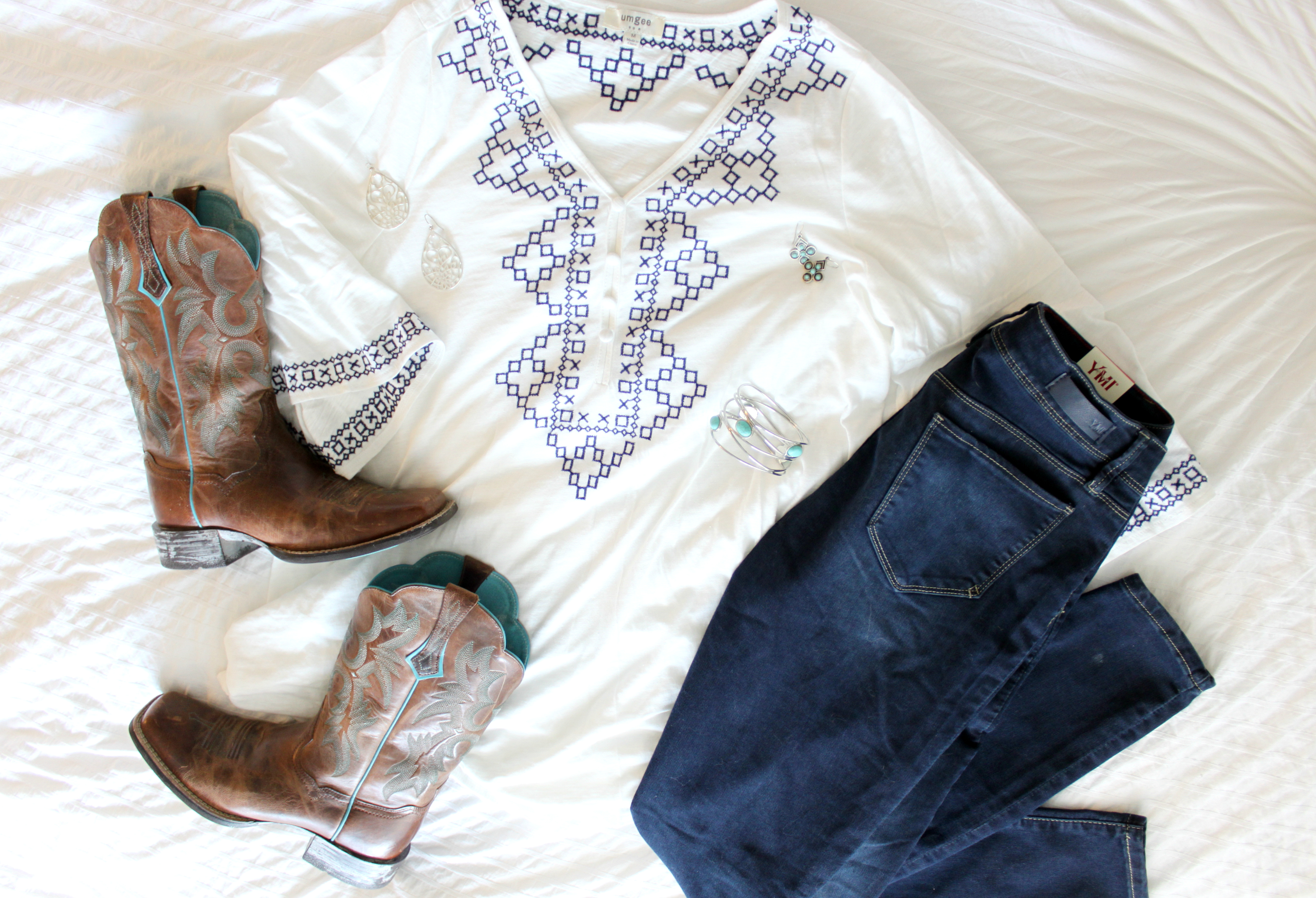 tunic-jeans-boots-outfit
