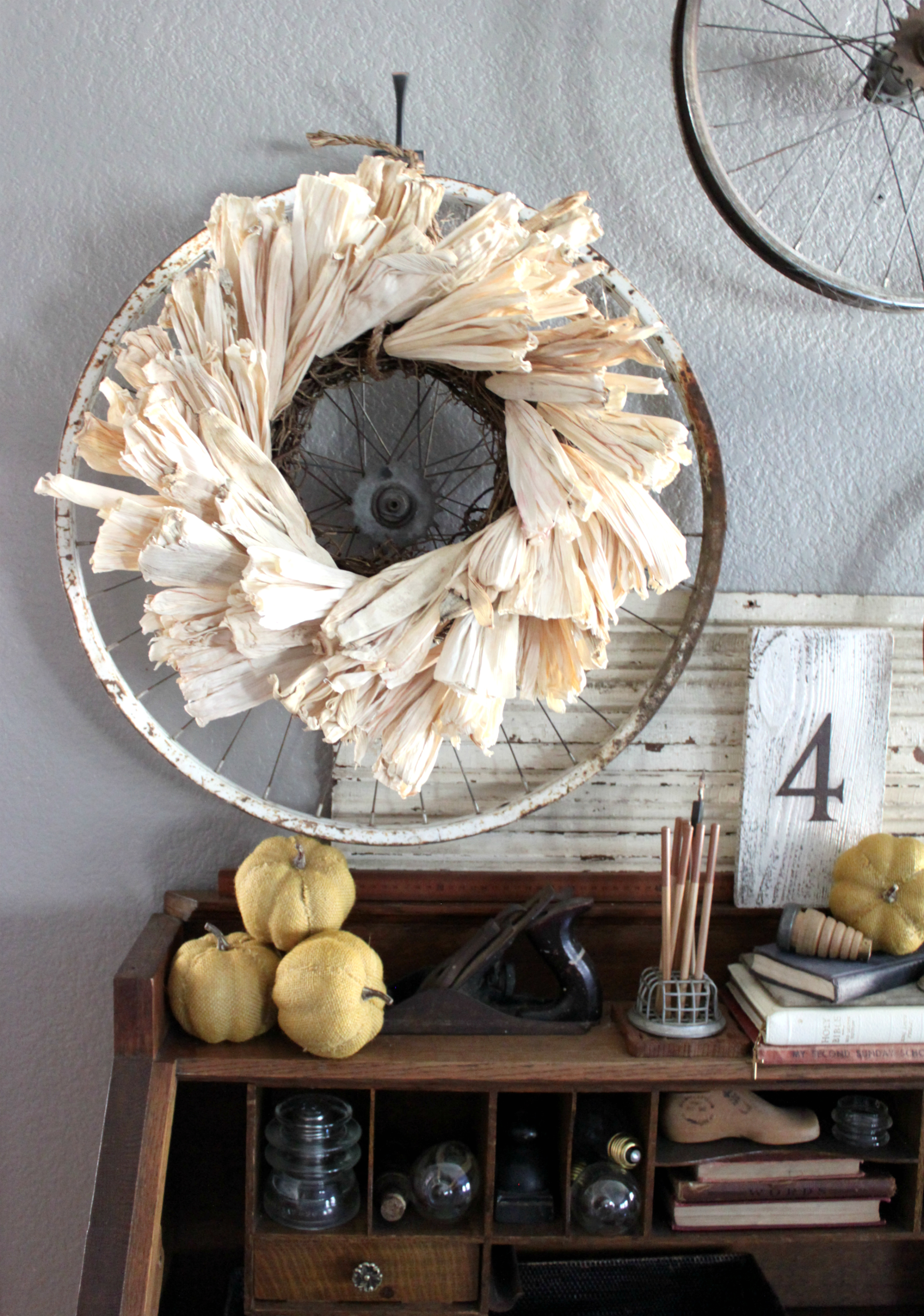 The Materials an Easy Rustic Cornhusk Wreath