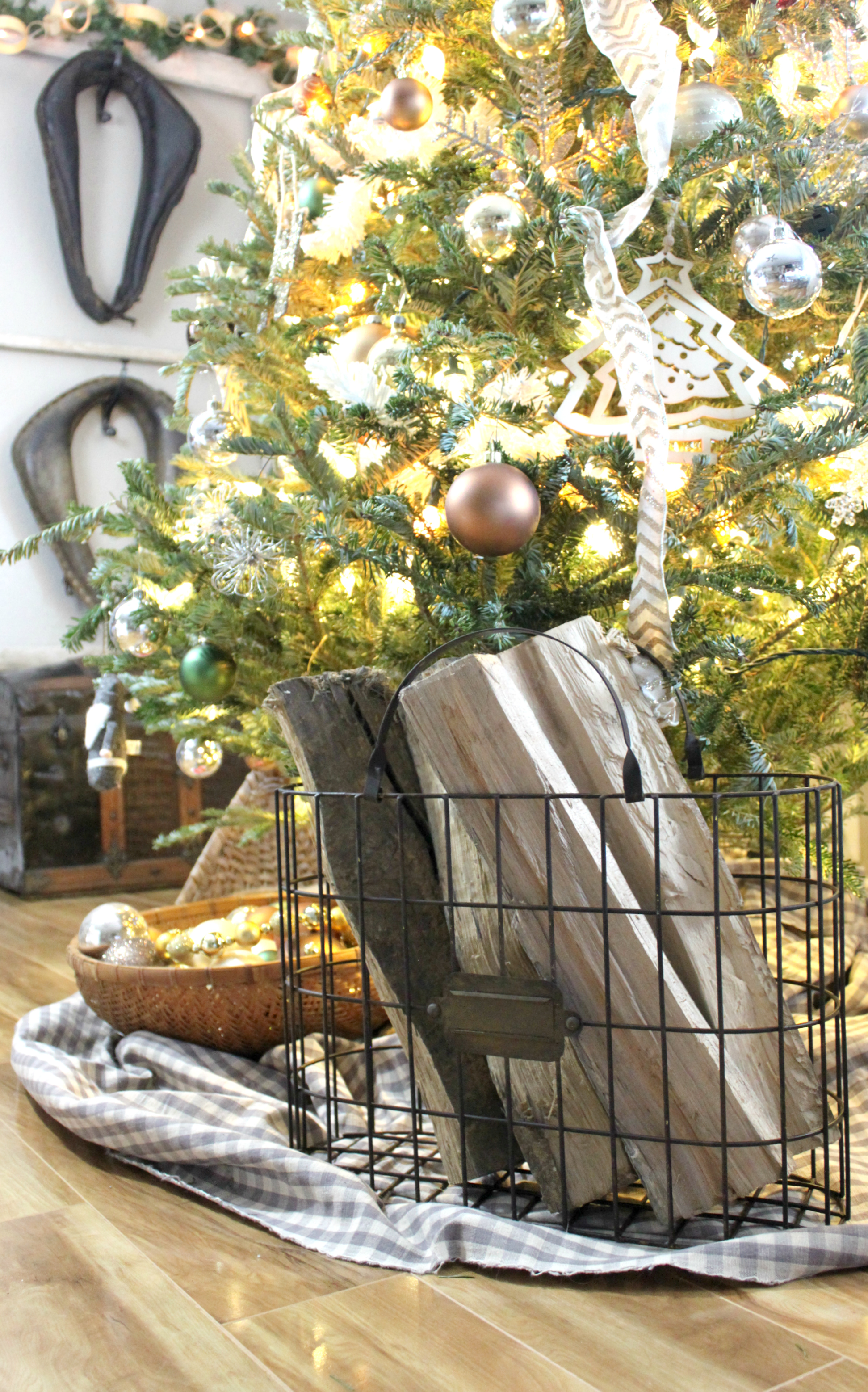 a christmas gift guide to cracker barrel old country store an inspired nest - Cracker Barrel Store Christmas Decorations