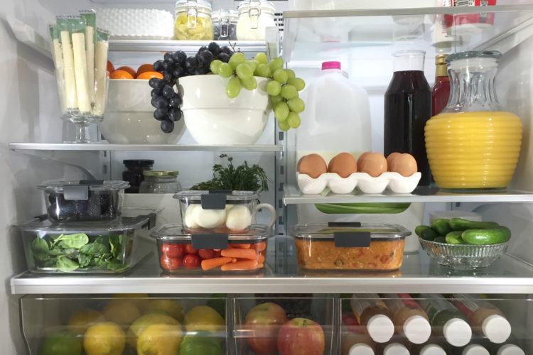 A Brilliantly Organized Fridge with Rubbermaid® BRILLIANCE™