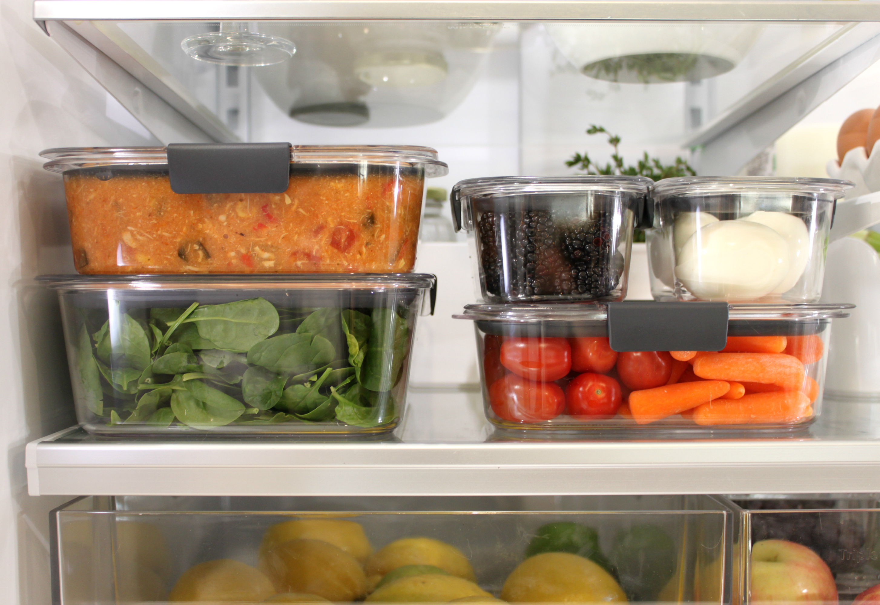 A Brilliantly Organized Fridge with Rubbermaid® BRILLIANCE™ | An Inspired Nest